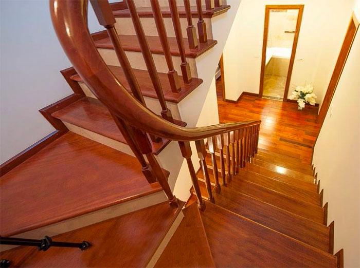 Làm cầu thang gỗ ở đâu đẹp và giá tốt nhất?